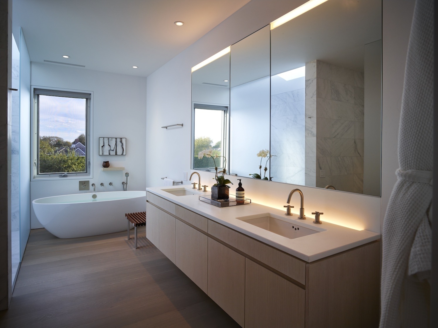 Sagaponack House Modern Master Bathroom