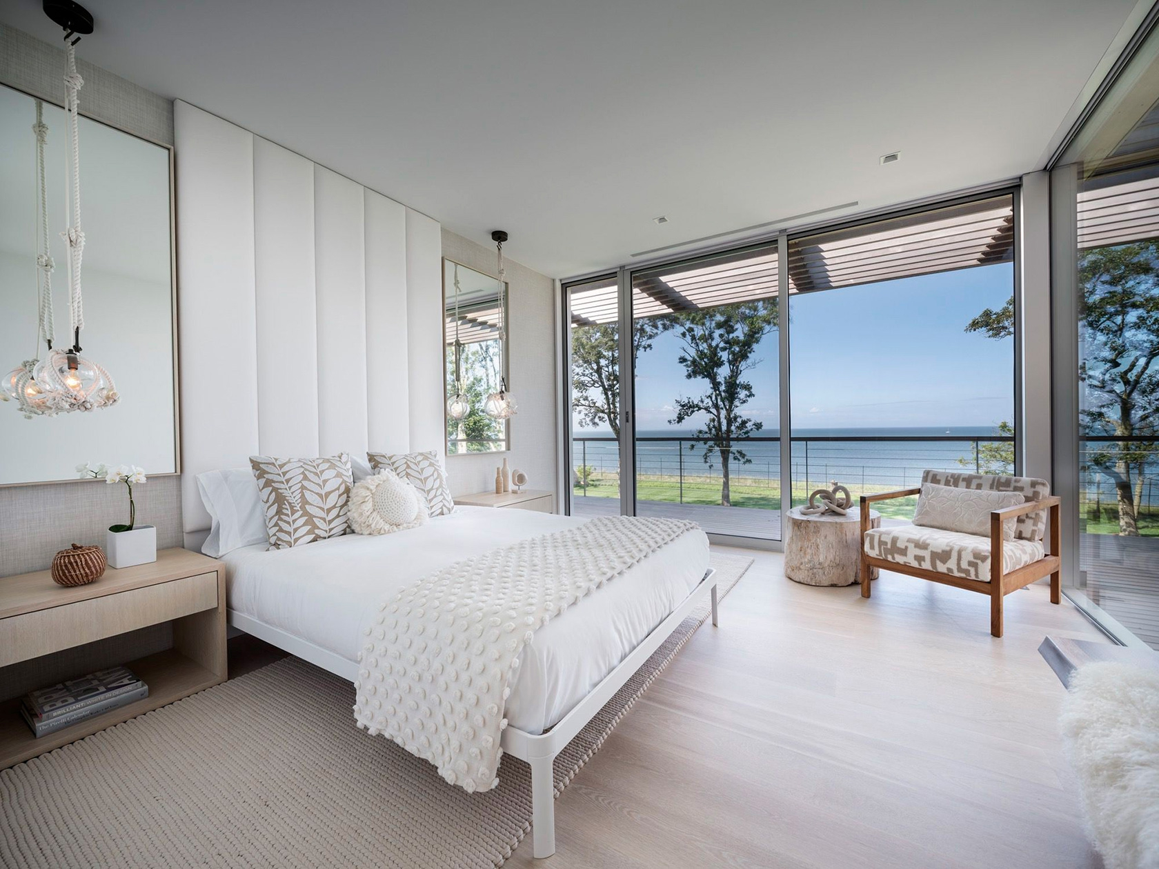SLR Architects House On The Bluff Modern Bedroom