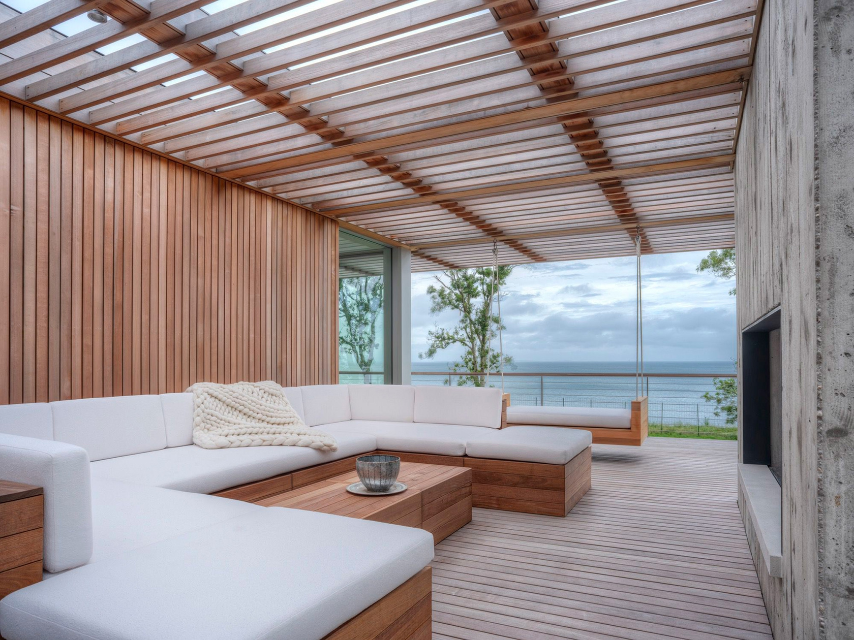 SLR Architects House On The Bluff Modern Outdoor Living Space