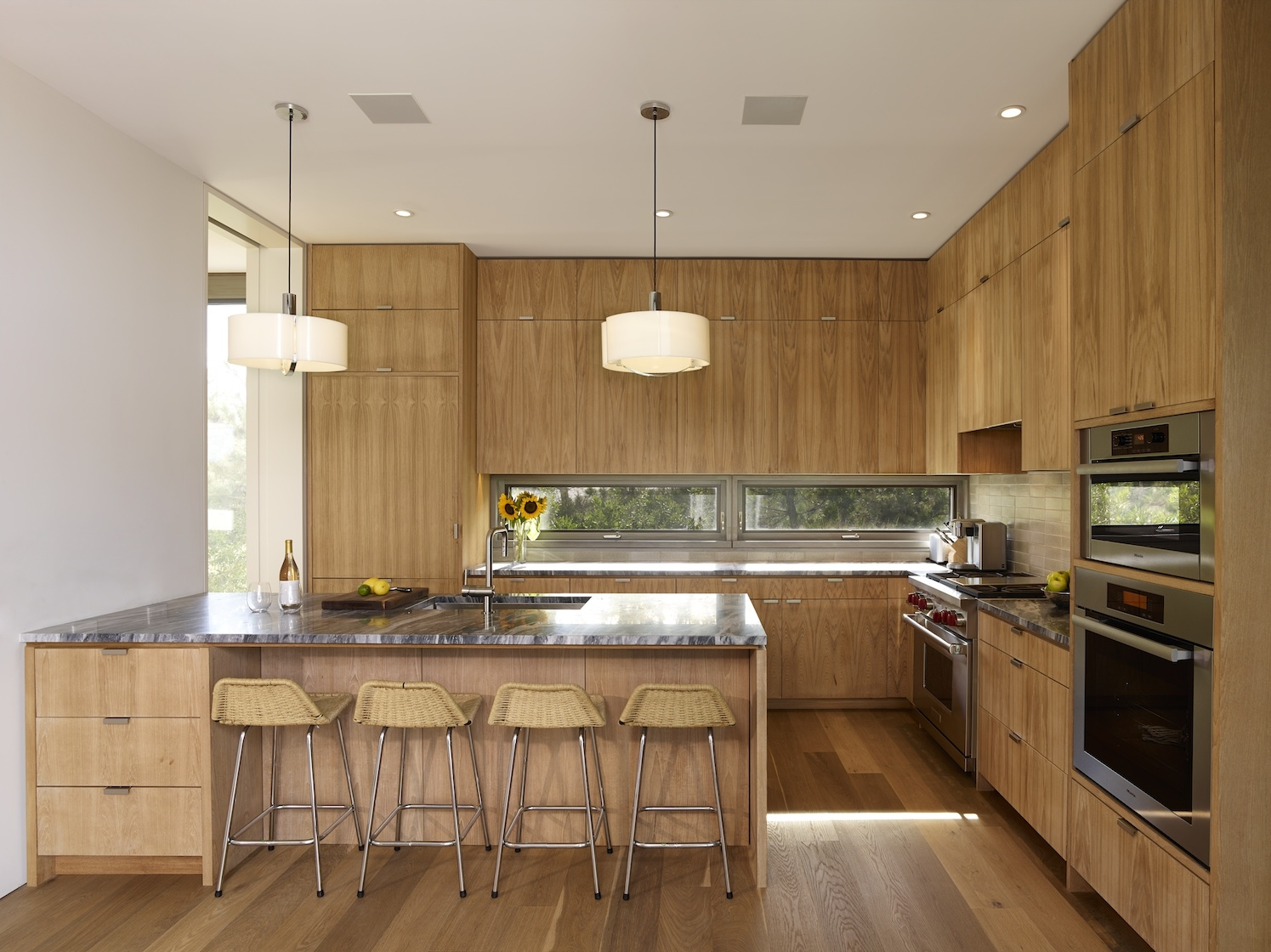 Amagansett, NY modern house kitchen