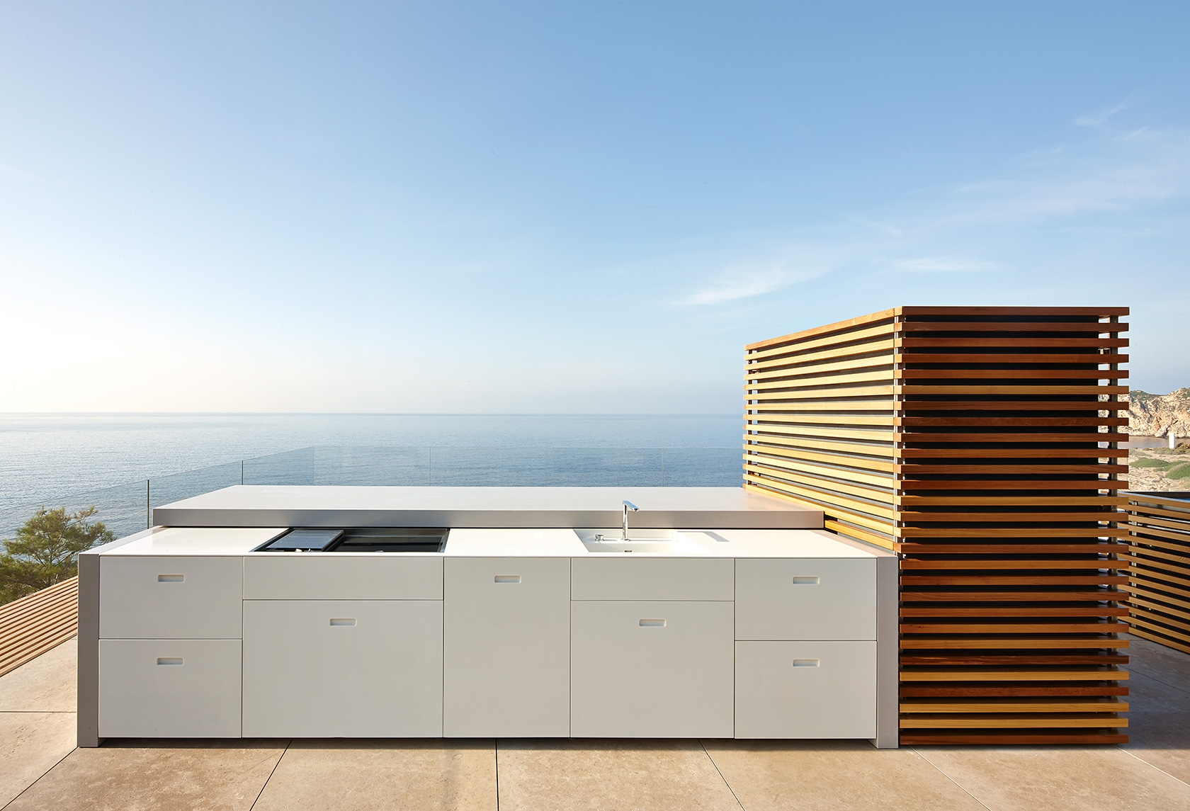 Modern Residence Outdoor Kitchen